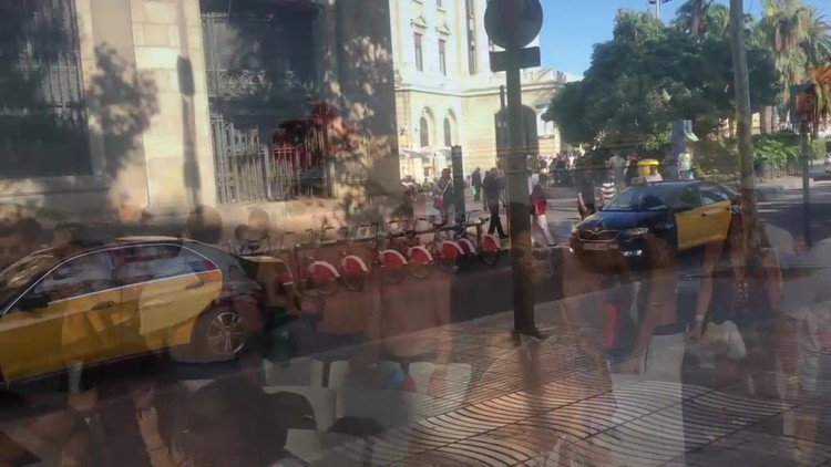 Nude_in_public_places_all_over_the_world.mp4.00004,