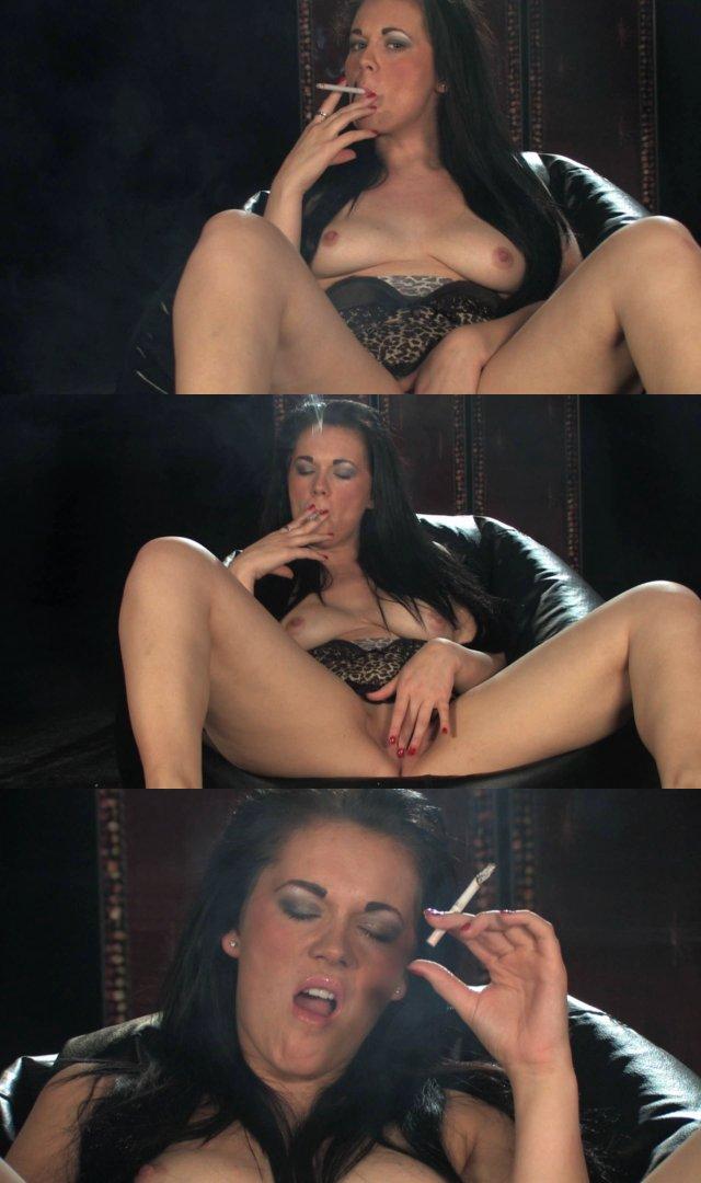 Alexa Shore smoking while masturbating_cover,