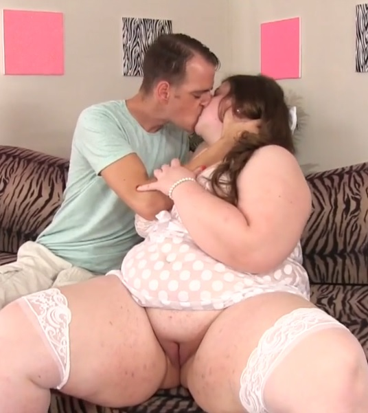 Brunette BBW with big tits Sapphire Rose rides a hard cock and gets facial