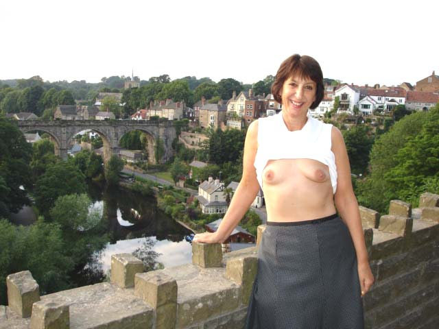 Flashing my Tits in Knaresborough - 32690675633_293b7b831c_z,