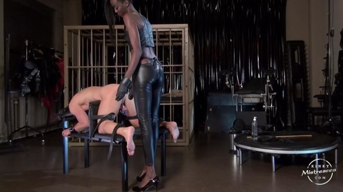 Kinky Mistresses – Black Mamba – Strap-on Fucking and CP