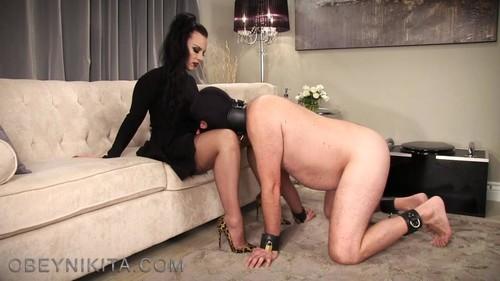 Mistress Nikita – Fully Fashioned Cum Licker