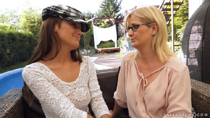 [OldYoungLesbianLove / 21Sextreme] Dominica Fox and Jennyfer – The Foreign Student [720p/21.10.2014, Outdoors, Old-Young, MILF, Br…