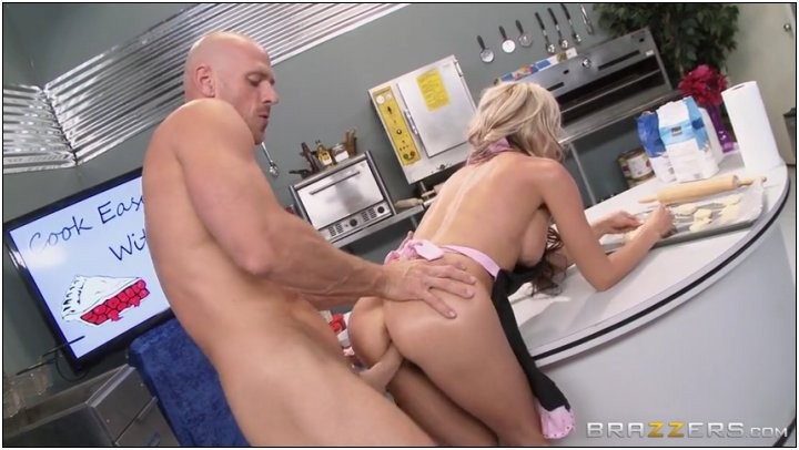 [MilfsLikeItBig] Sindy Lange (Cock Easy Cooking With Sindy / August 8, 2014) [Parody, MILF, Blonde, Big Tits]