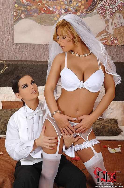 eve-angel-lesbians-fuck-in-stockings-05,