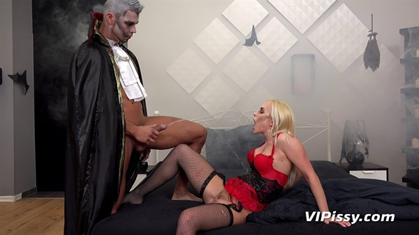 Seduced by Dracula | Extreme porn tube, free sex videos and