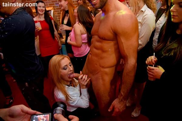 Standing nude girls